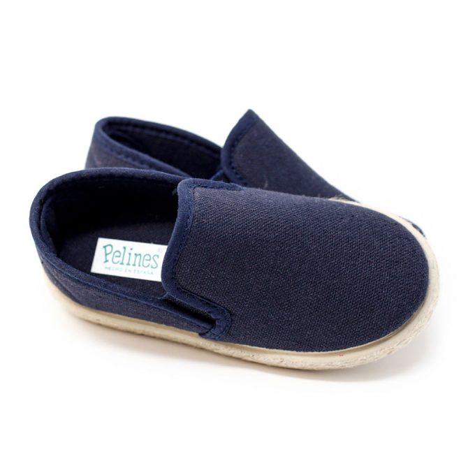 Alpargata de lona azul marino con elásticos 'slip on' en los laterales, para niño