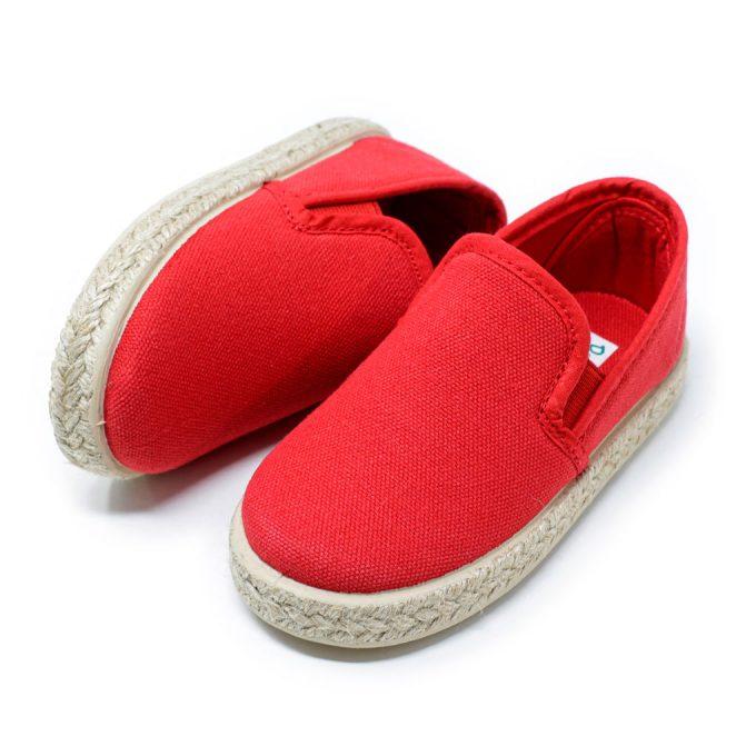 Alpargata de lona roja con elásticos 'slip on' en los laterales, para niño