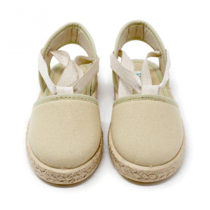 Alpargata valenciana beige de yute con cinta lazada al tobillo, para niña