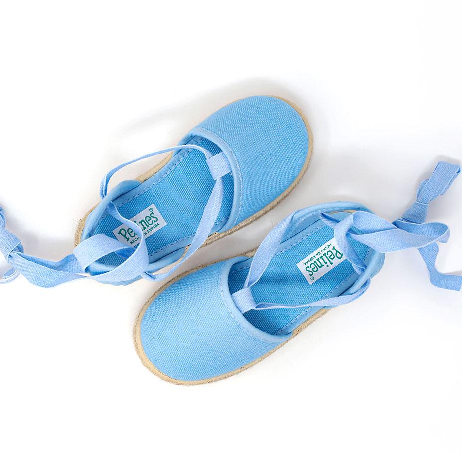 Alpargata valenciana celeste de yute con cinta lazada al tobillo, para niña