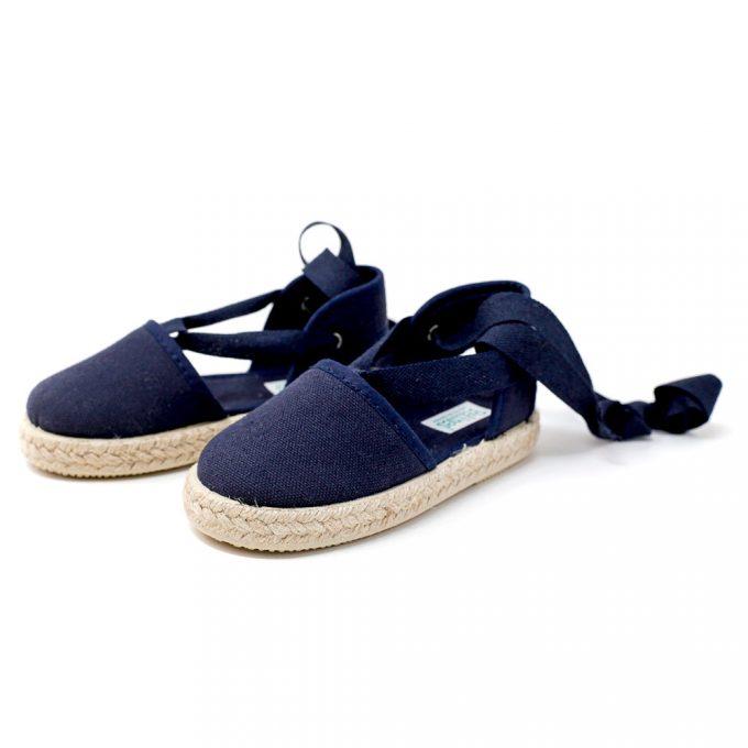 Alpargata valenciana azul marino de yute con cinta lazada al tobillo, para niña