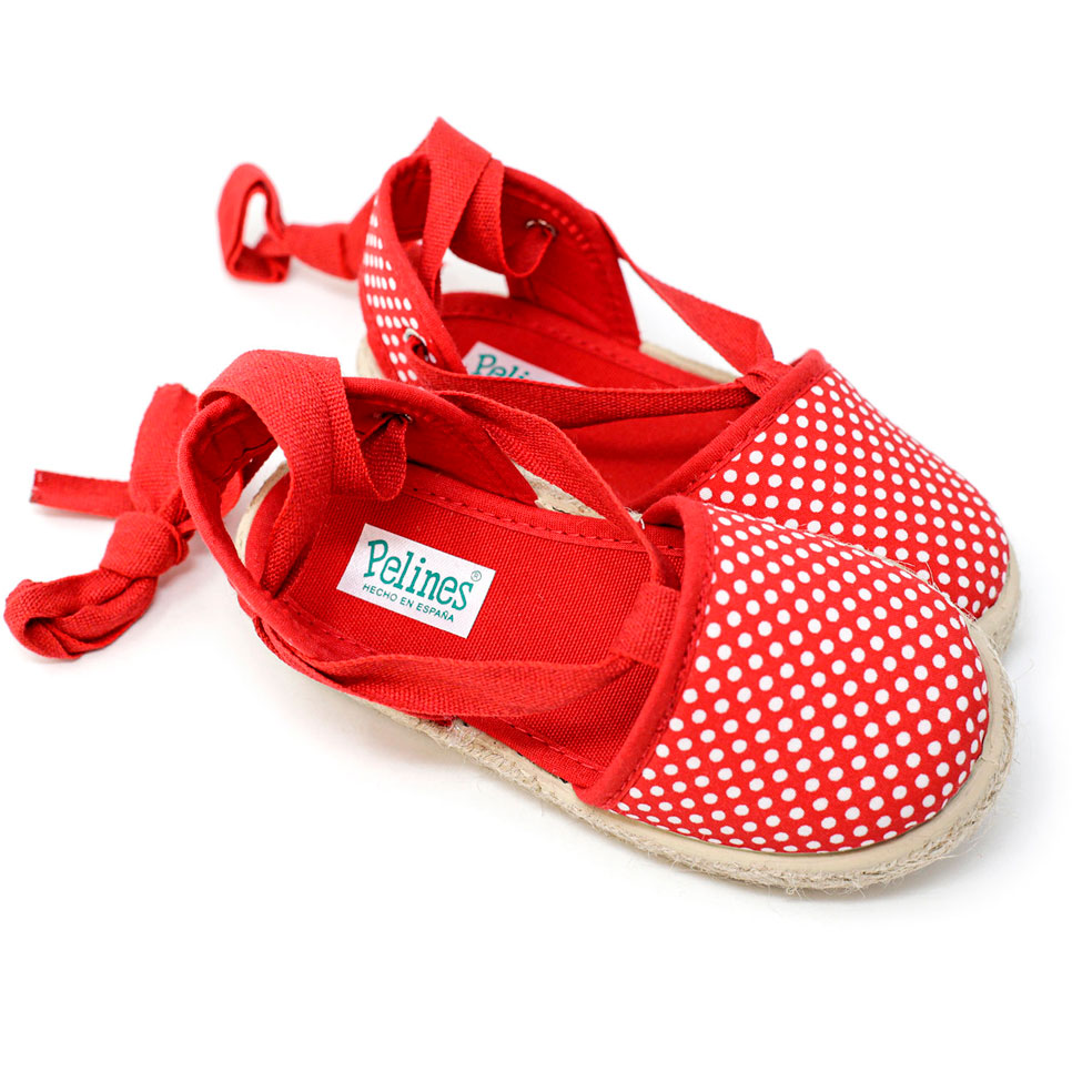 Alpargata roja estampada con puntos de yute con cinta lazada al tobillo, para niña