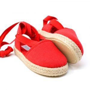 Alpargata valenciana roja de yute con cinta lazada al tobillo para niña