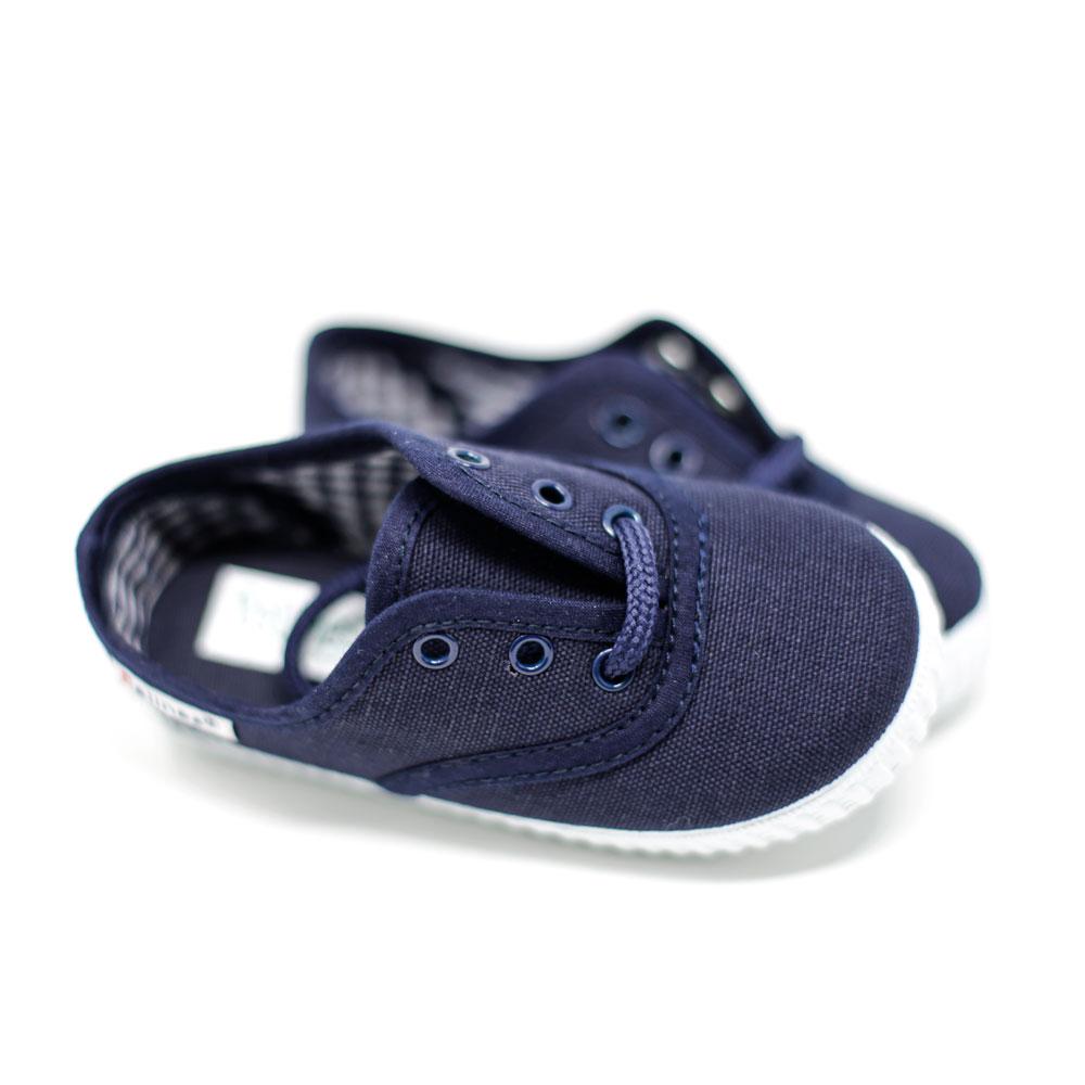 Zapatilla inglesita de lona color azul marino con cordones. Niño y niña