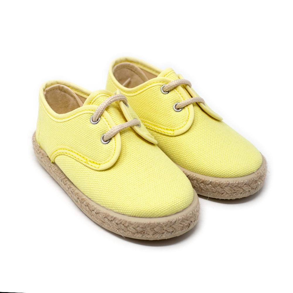 Alpargata blucher lona color amarillo con cordones. Niño y niña