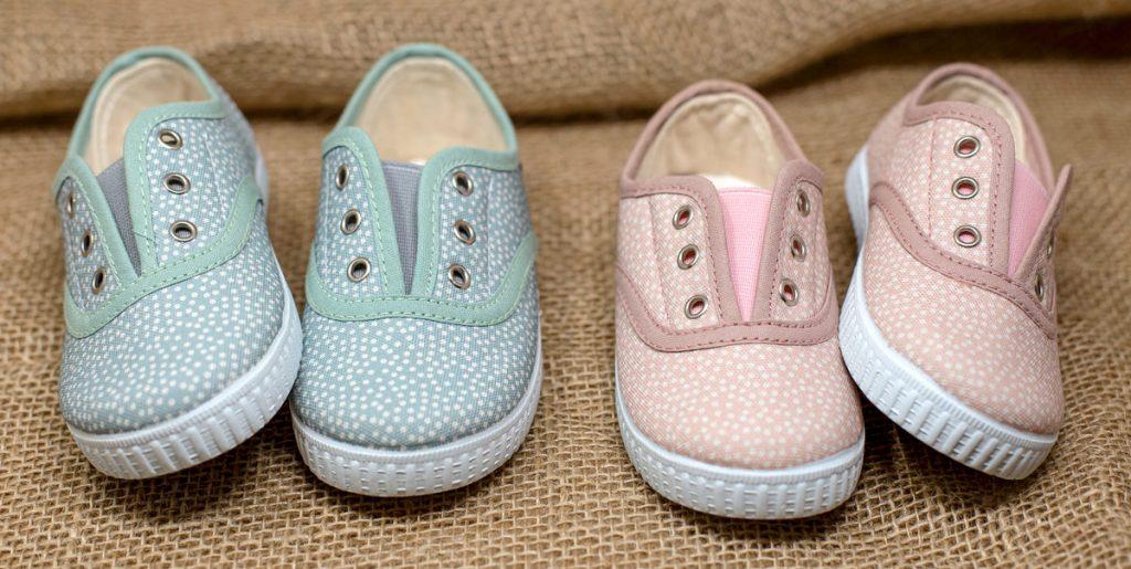 Pelines. Zapatillas de lona inglesitas para niños y niñas
