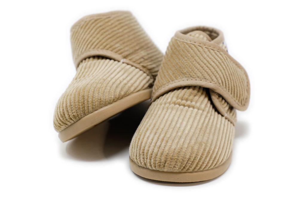Zapatillas de andar por casa para niños de pana beige